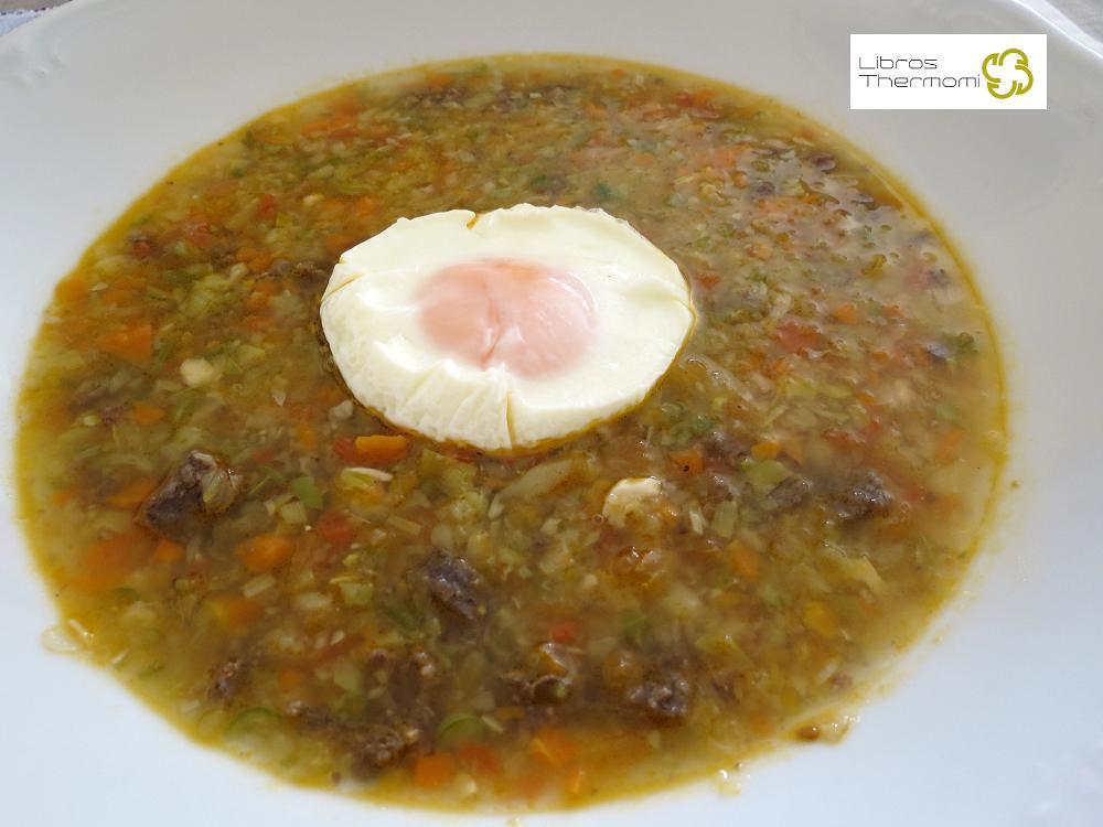 sopa de verduras y butifarrón con huevo poché